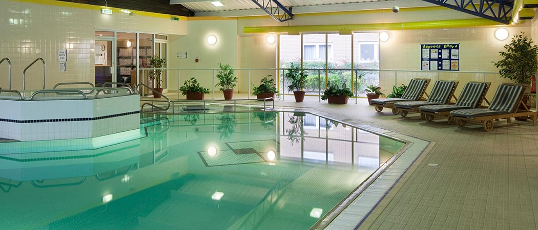 Holiday inn eastleigh hotels near paultons park and - Holiday inn hotels with swimming pool ...