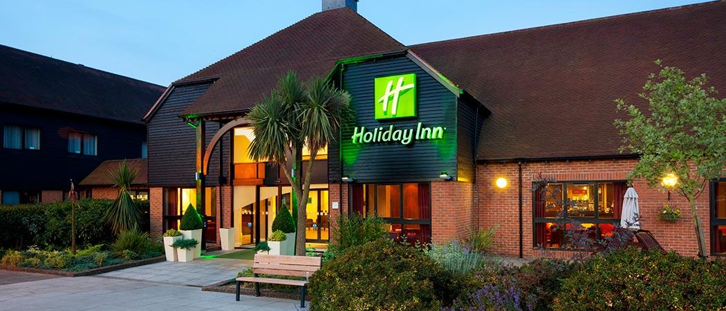 Hotels Near Poulton Park