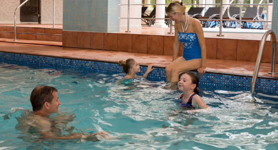 Meon Valley Marriott Hotel & Country Club - swimming pool